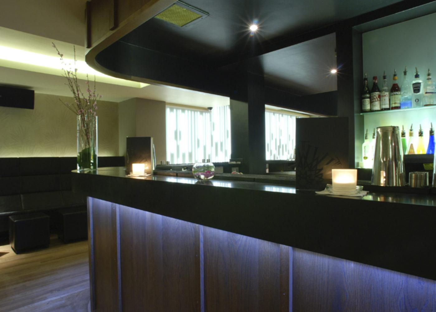 Bar-and-Lightwall